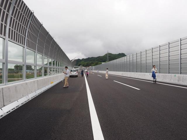この辺りも将来は減速車線になるので、路肩が少し広いです。