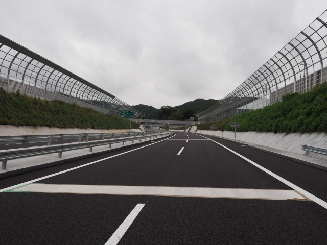 城山トンネルを後にします。