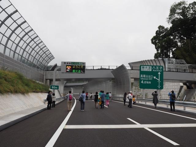 トンネル情報板。きれいな表示でいろんなパターンがあります。自分がいたころには渋滞表示すら点灯させていませんでした。