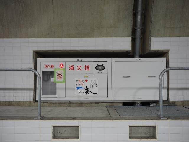 消火栓など。非常ボタンを押すとトンネル入口は進入禁止の表示になるのですが、壊れているとか抜かして入り込むバカドライバーがいるので要注意。