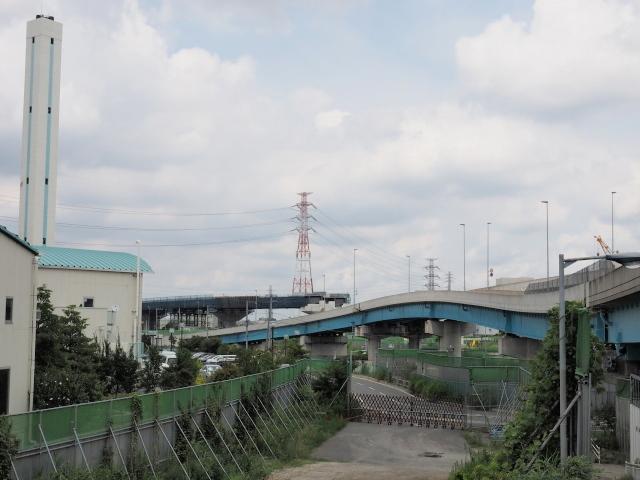京葉道路方面への国道298号は5年前に開通。現在は専用部が建設中。