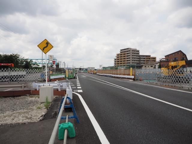 工事で道路が切り替えられた部分、線路のポイントみたい。