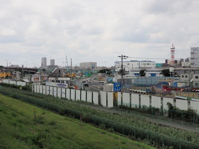 某企業の社宅や工場の一部が用地にかかっていた場所。変則的な連続T字路も交差点に改修されました。