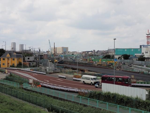 京葉道路側真ん中に新しい道路が見られます。