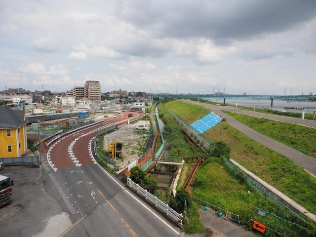 新行徳橋から。手前の小さな川が高谷川かと。ここも一部手が加えられています。