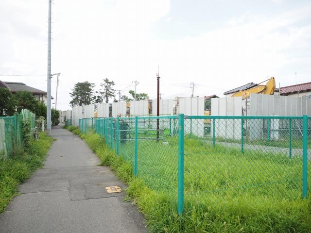 背中側。右側にあったマンションも取り壊されました。