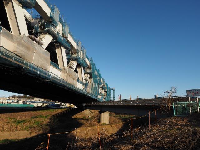 鶴見川の支流、大熊川を渡ります。