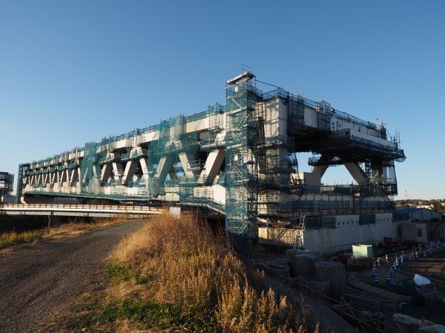 手前が新横浜側になります。幅が広くなっています。