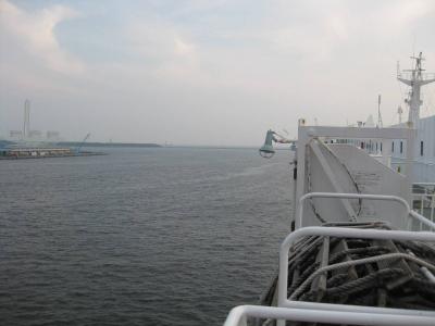 さんふらわあのデッキから見た大阪港(出航前)