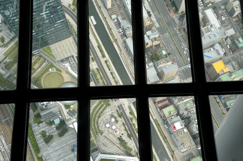 TOKYO SKYTREE 展望台からのガラスバリバリ下を覗き込む