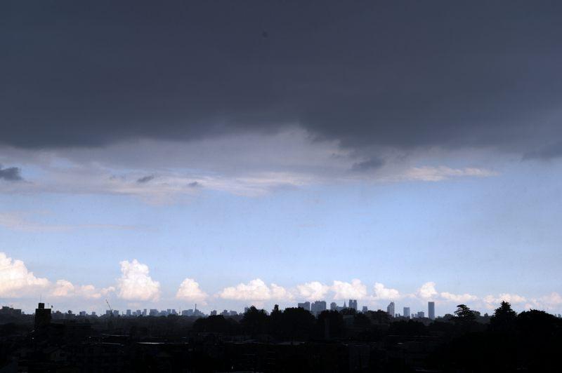 TOKYO 自宅から新宿方面を眺めてたら黒青黒だった
