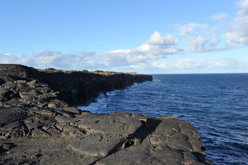 ハワイ ほんと溶岩でできているような感じ