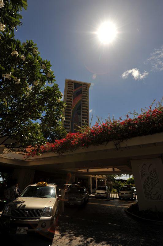 ハワイ ホテルを出て燦燦と輝く太陽を撮ってみた