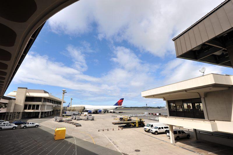 ハワイ HAWAIIAN AIRLINES待ちでやっぱ青空が違うな