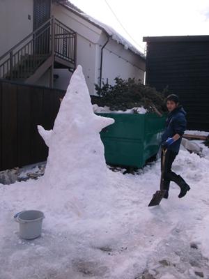 140221雪の塔