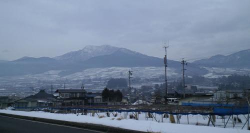 霞む高社山(26.3.13)