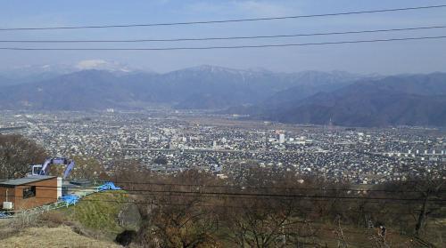 長野市の向こうに菅平(26.3.29)