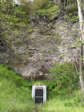 地下壕入り口(26.4.30)