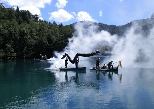 大蛇の湖上渡り(26.8.22)