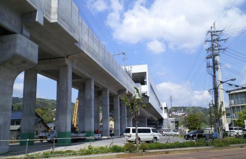 セブンイレブンから見た新幹線飯山駅(26.5.10)