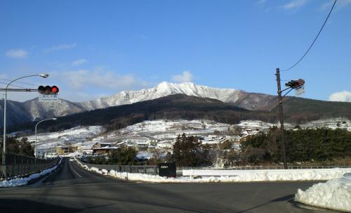 中野市高社大橋からの高社山(26.2.25)