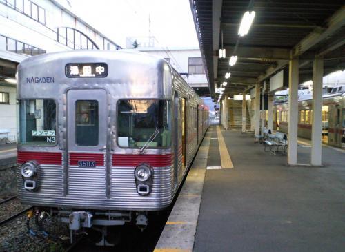 信州中野駅の3500系(26.5.28)