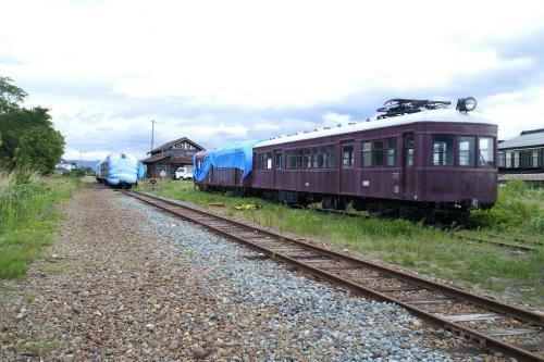 駅舎と車両(26.6.5)
