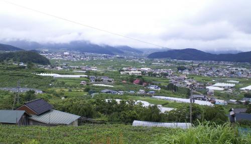 山ノ内町を見おろす(26.6.12)