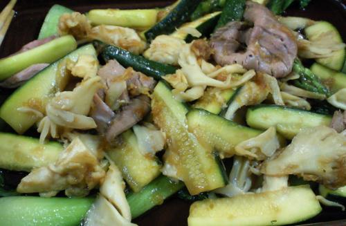 ズッキーニと舞茸、牛肉の炒め物(26.6.15)