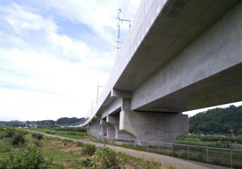 北陸新幹線中野市笠原付近(26.7.6)