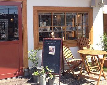 某駅前の カフェ