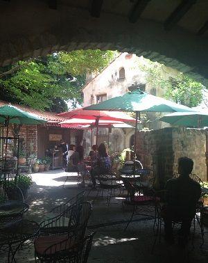 中庭カフェ