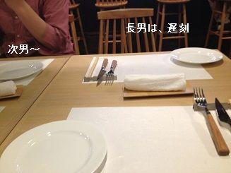 今夜はテーブル席