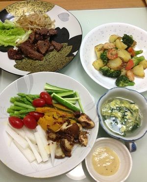 バーニャカウダと海鮮炒めと肉