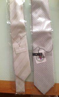 白のネクタイもあり