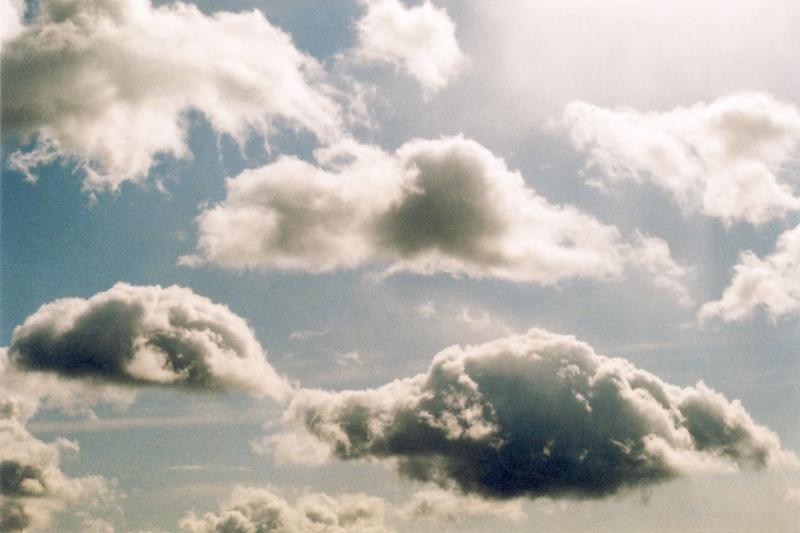 その日眺めた空
