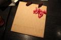 アカテに合言葉を伝えたら貰えた茶色い紙袋