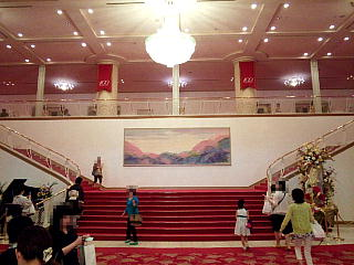 140531_2252宝塚大劇場内・正面大階段