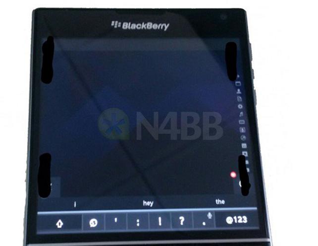 Fotografata-la-tastiera-virtuale-del-BlackBerry-Passport-1.jpg
