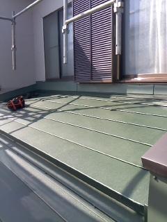 みらい住建 リフォーム ベランダ下屋根の葺き替え2号2日②
