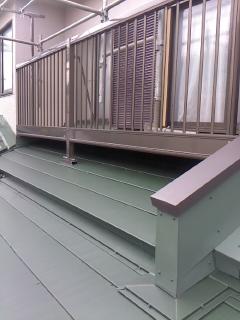 みらい住建 リフォーム ベランダ下屋根の葺き替え2号2日③
