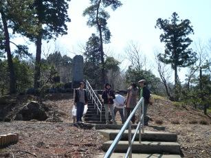 裏山の忠魂碑
