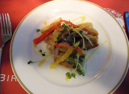 主菜・若鶏のグリエ・バスク風煮込みソース