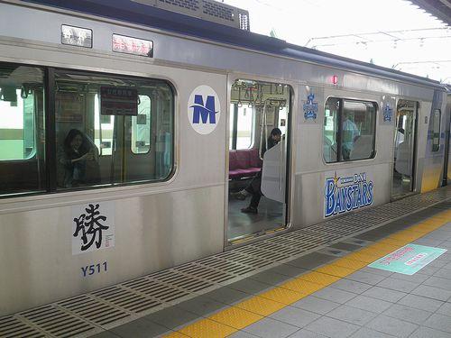 横浜高速鉄道Y500系・Y511F「ベイスターズ応援電車」(2013年4月15日・練馬駅)2
