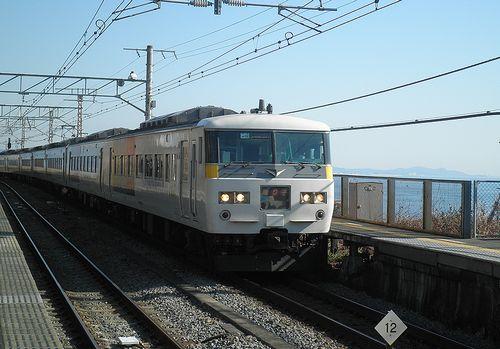 宮オオ185系「OM 02」編成(2014年3月8日・根府川駅)