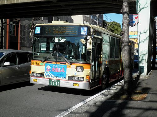 神奈中バス(横浜市神奈川区台町・旧東海道上台橋)(2011年12月25日)