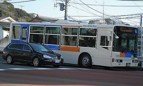 相鉄バス・新塗装(横浜市西区浅間下交差点)(2014年3月16日)