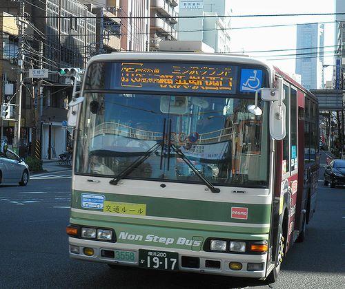 相鉄バス(横浜市西区浅間下交差点)(2011年12月25日)