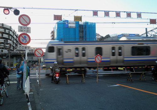 東海道本線戸塚駅「東海道踏切」(2011年12月25日)1