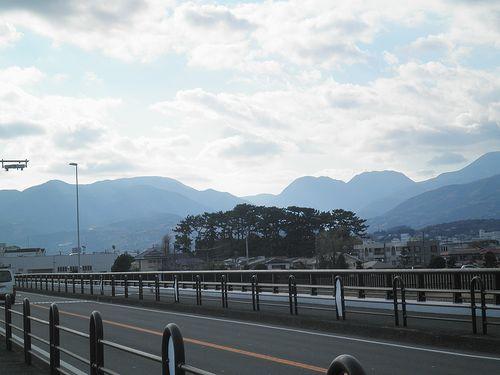 酒匂川・酒匂橋から箱根の山並みを望む(神奈川県小田原市)(2011年12月31日)